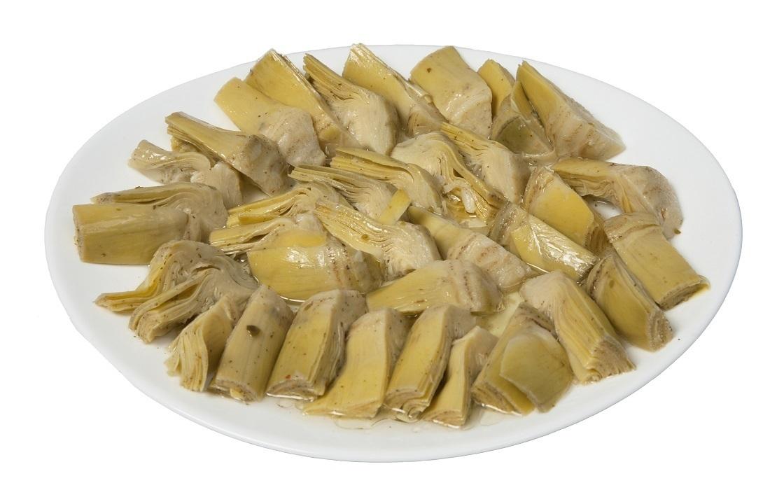 Alcachofas marinadas en plato