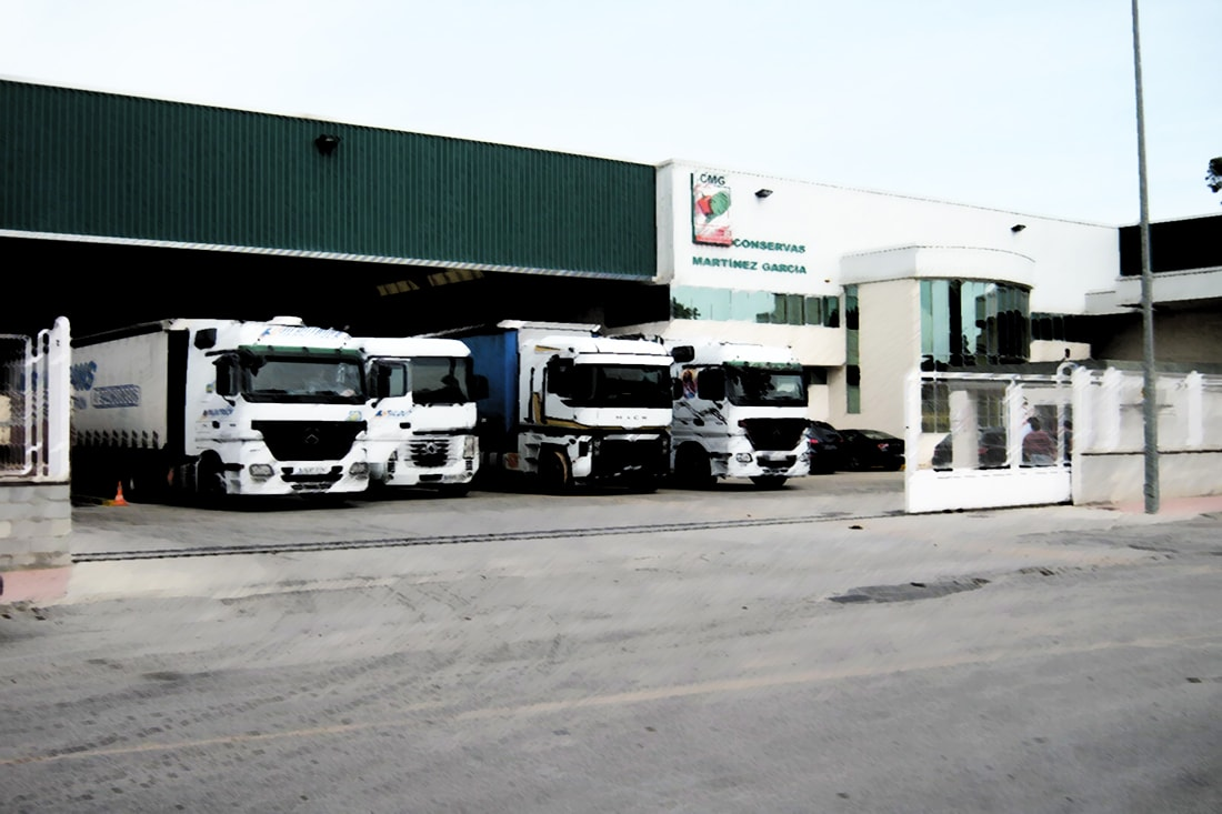 Cargas y descargas camiones en CMG
